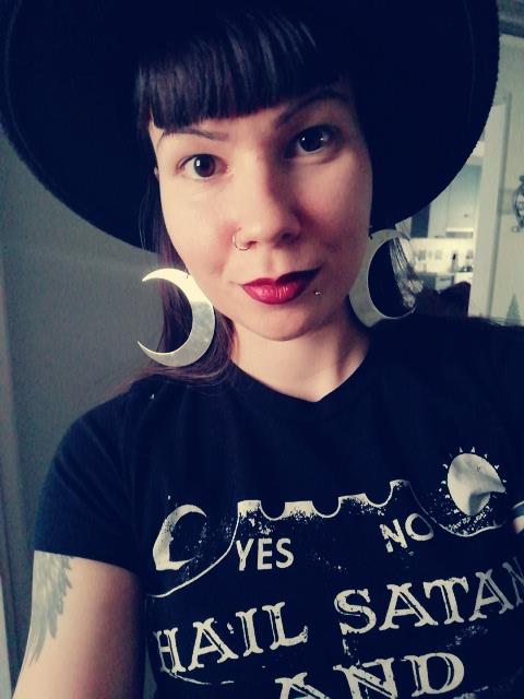 Killstar luna earrings kuukorvikset